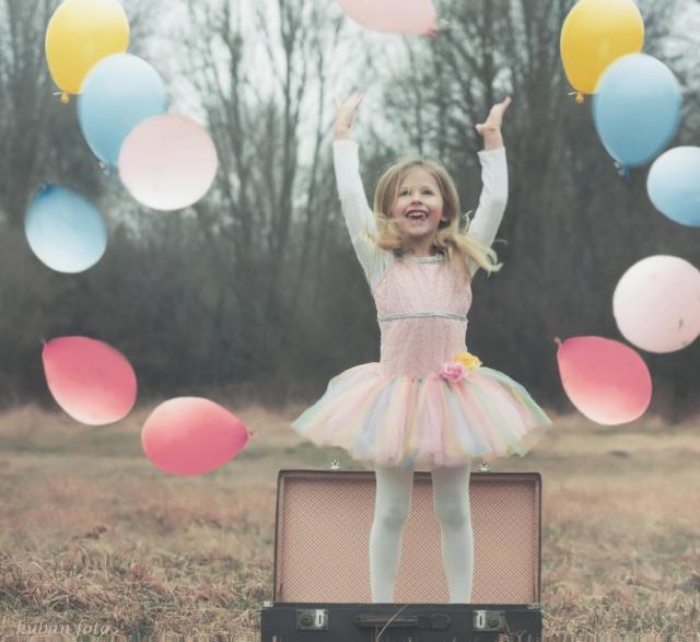 Anielka z balonami_DSC9473.JPG