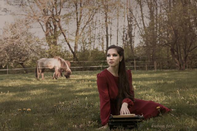 Irina mit Schreibmaschine_DSC2646