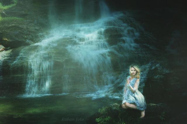 Kasia am Wasserfall_DSC8062