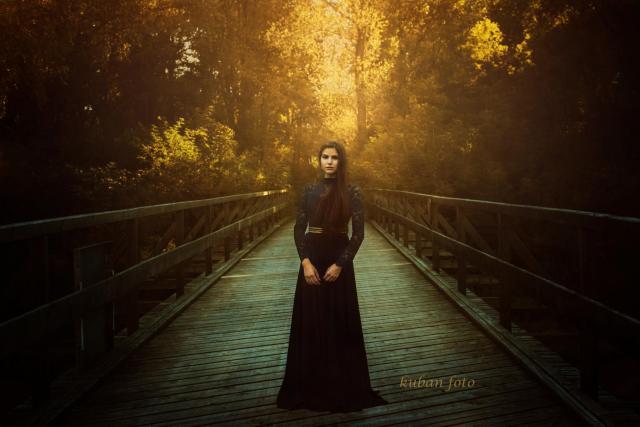 Celina auf einer Brücke_DSC9692