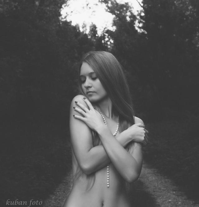 Justyna nackt am Waldrand_DSC0498
