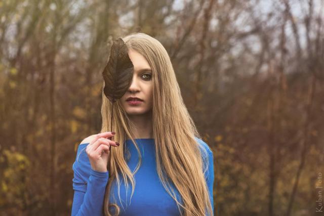 Justyna mit Blatt_DSC5867