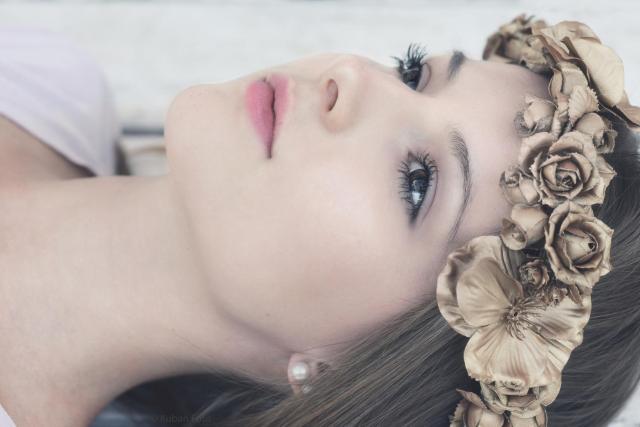 Alessa mit goldenem Kranz_DSC8518