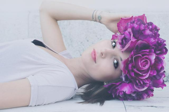 Alessa mit violetten Kranz_DSC8421